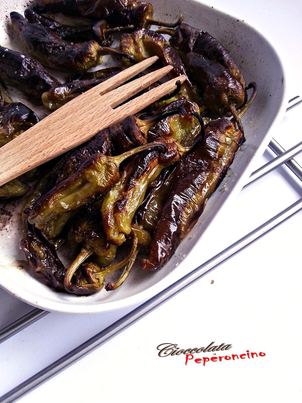 Friggitelli al forno ricetta contorno semplice e veloce for Cucinare friggitelli