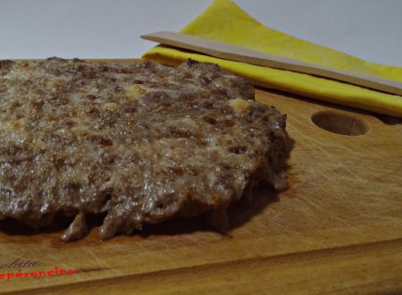 Pizza di carne con ricotta