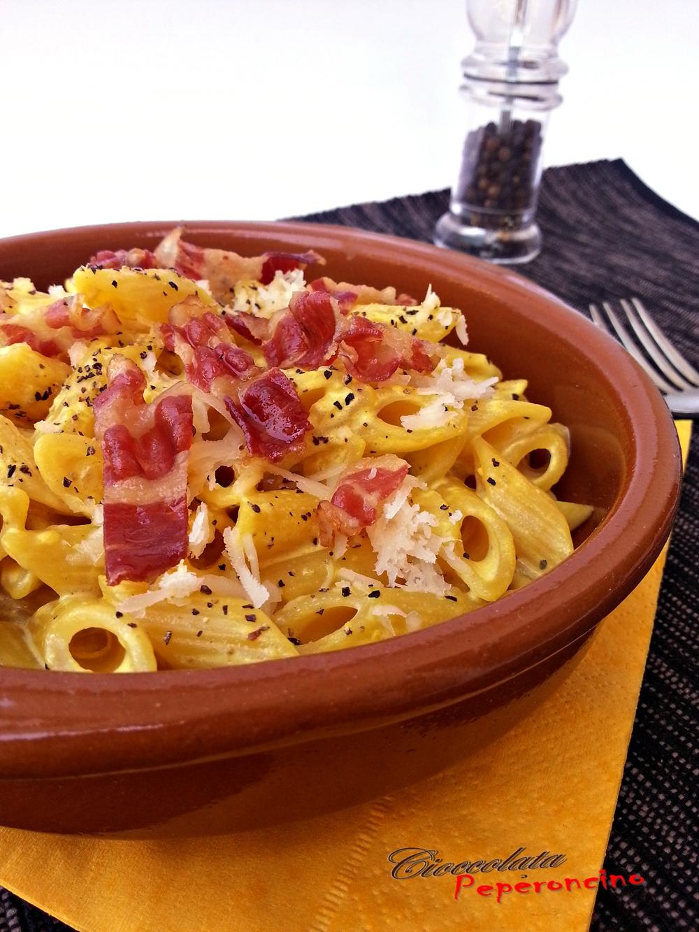 pennette zafferano e bacon croccante