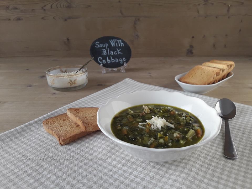 Zuppa con cavolo nero e riso