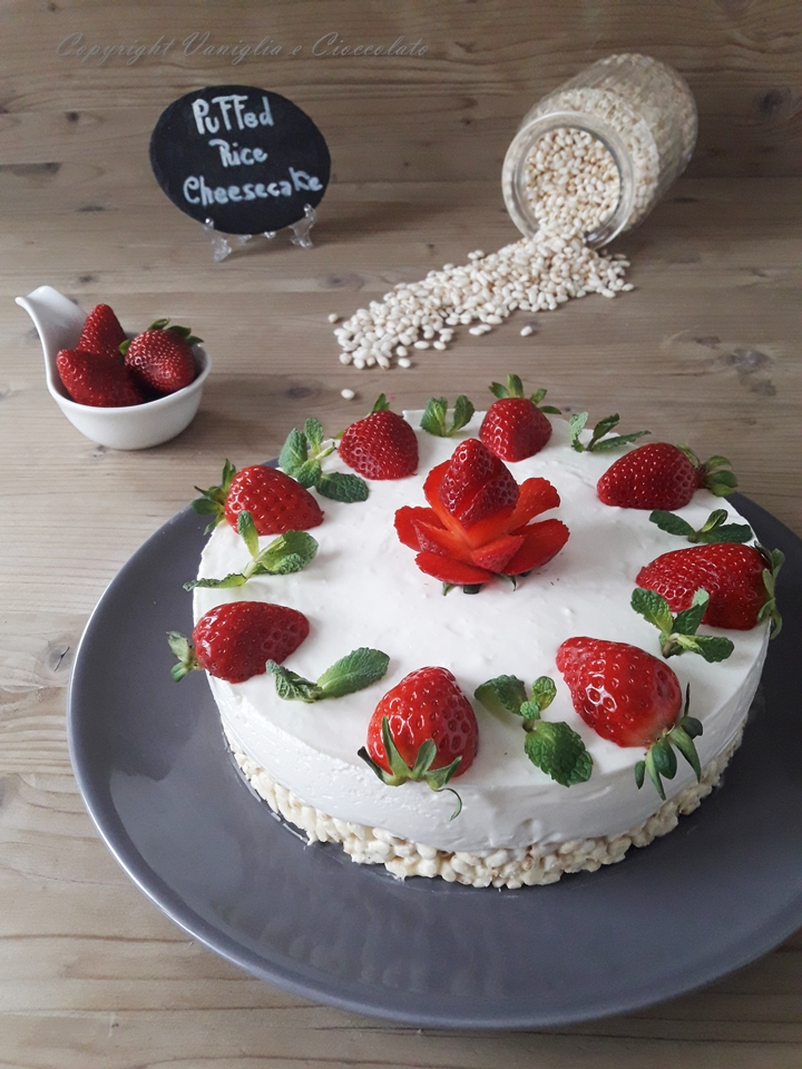 Cheesecake con riso soffiato, cioccolato bianco e yogurt