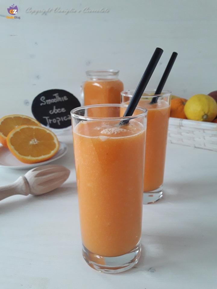 Smoothie ace tropical. Frutta da bere per un pieno di vitamine
