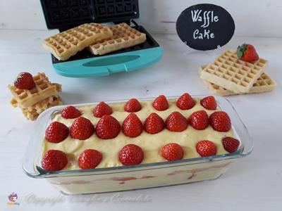 Torta waffle alle fragole intera