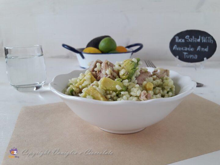 Insalata di riso con avocado e tonno fresco