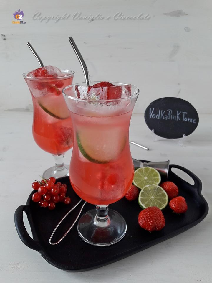 Vodka pink tonic. Un long drink decisamente fresco e dissetante