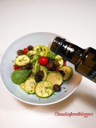Insalata con zucchine e olive