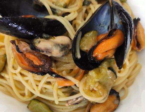 Spaghetti con cozze e zucchine