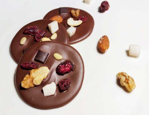 MENDIANTS DI CIOCCOLATO E FRUTTA SECCA (cioccolatini veloci)