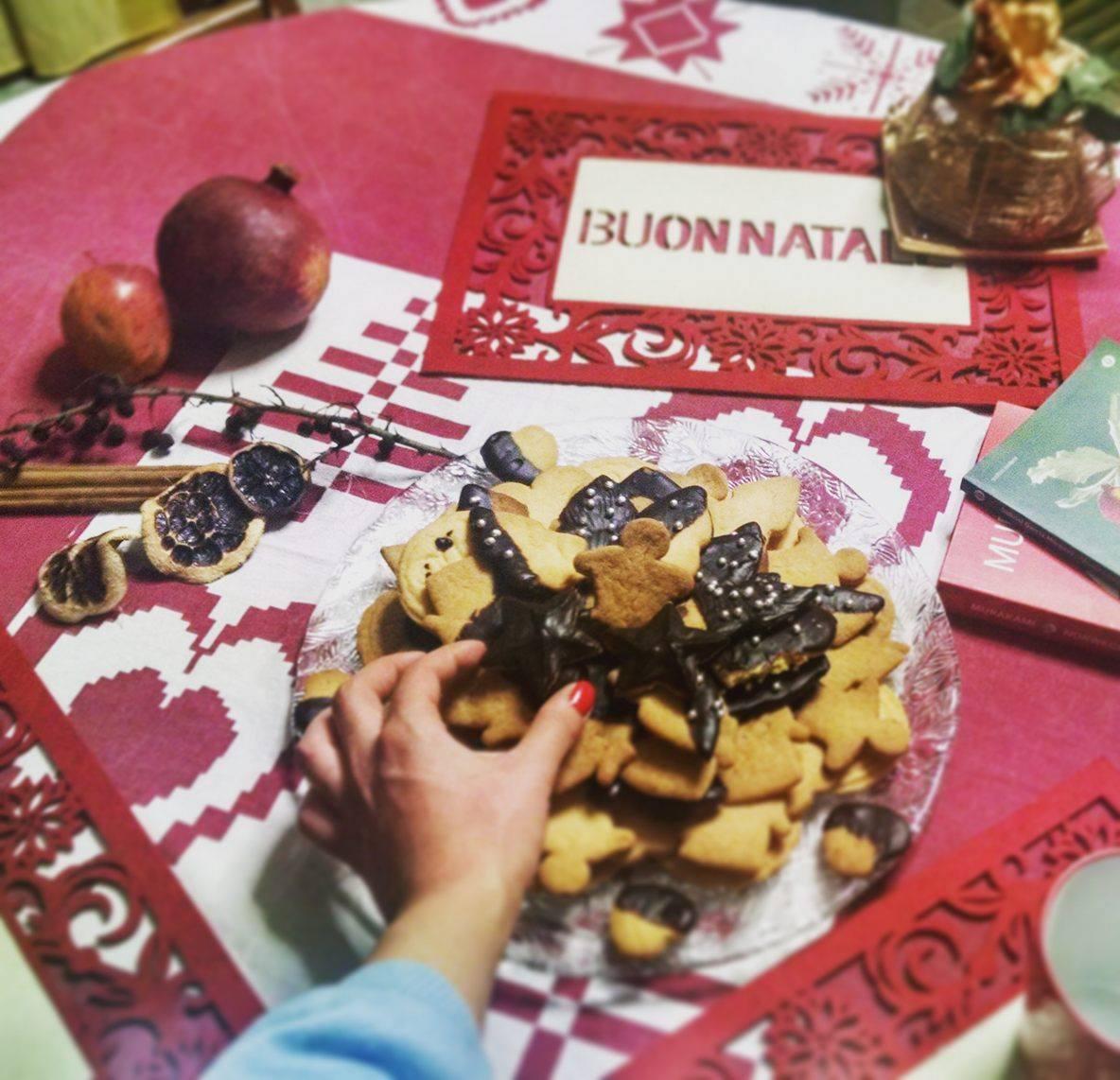 Biscotti natalizi con ganache al cioccolato fondente
