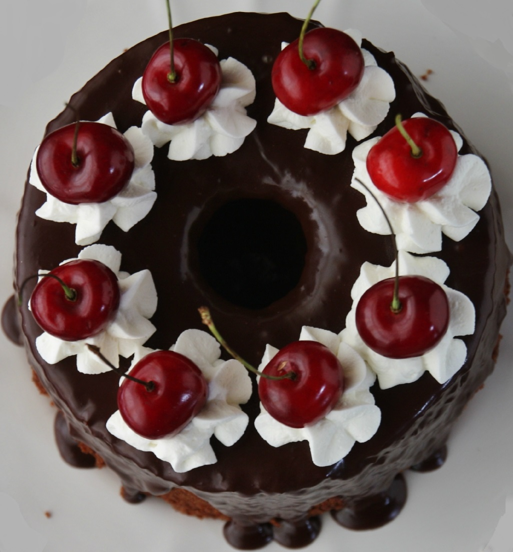 Chiffon cake con cioccolato e ciliegie