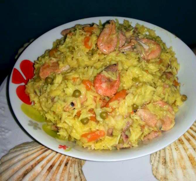 Paella con gamberi