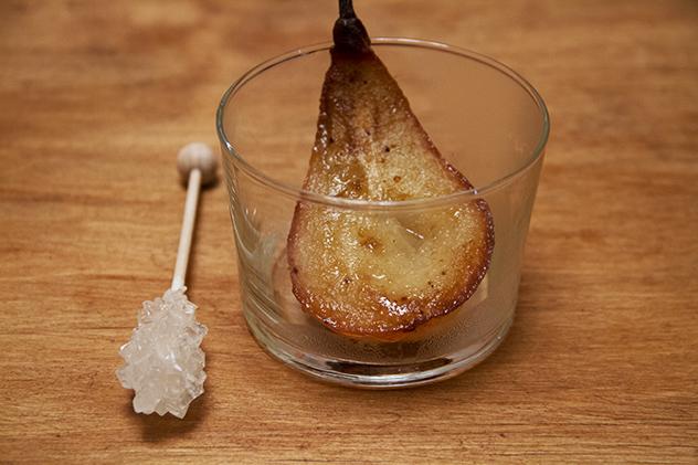 pere al forno nel bicchiere