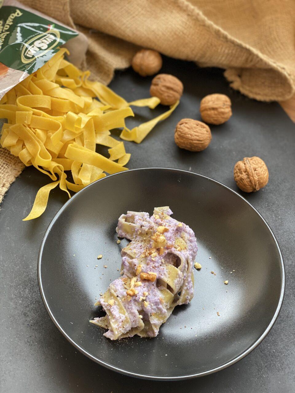 tagliatelle con crema di cavolo viola