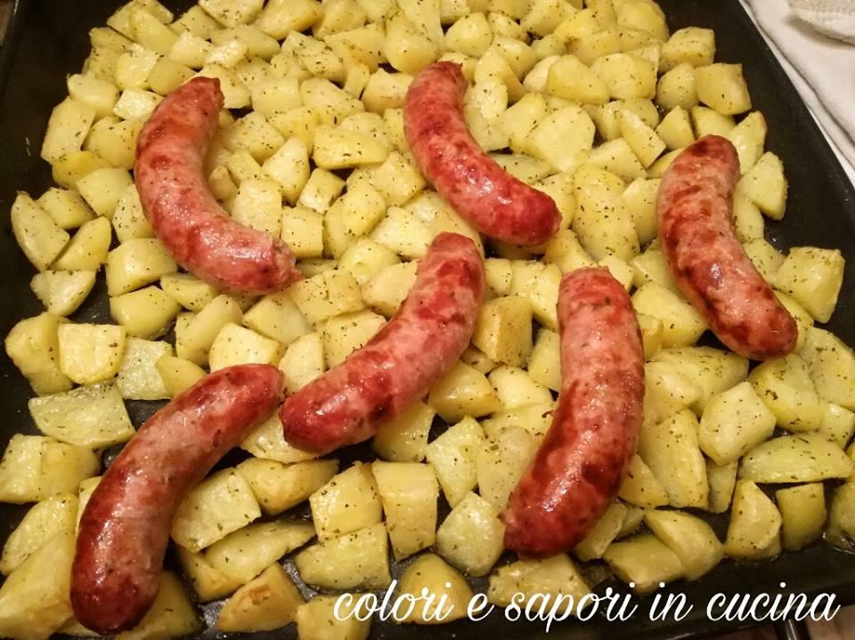 Patate e salsiccia al forno