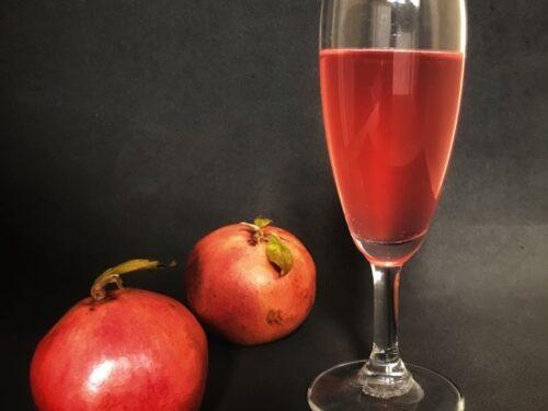Cocktail al melograno, con vino rosè