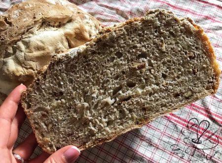 Pane fatto in casa con noci e cipolle