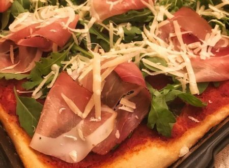 Pizza con rucola e speck