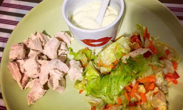 Dressing allo yogurt greco con pollo