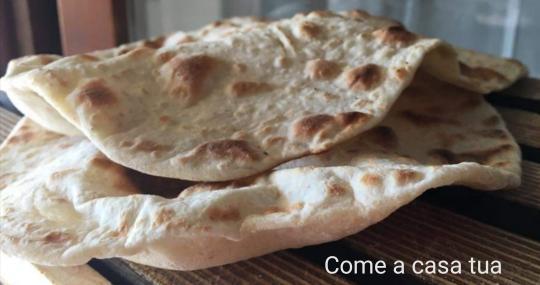 Piadine 5 minuti!! Una ricetta veloce, semplice ma super gustosa! Da farcire in infiniti modi, per rendere piacevoli: pranzi, merende o cene, sia in casa che a lavoro!