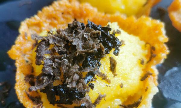 Cestini di pecorino con polenta e tartufo nero pregiato