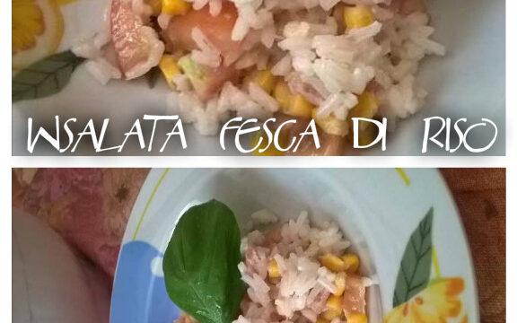 Insalata fresca di riso. Gustosa e versatile. Come portare in tavola un piatto completo in trenta minuti.