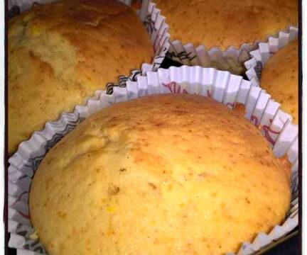 Muffin allo yogurt e miele/crema di nocciola. Un dolce veloce che si prepara in cinque minuti. Semplice e perfetto per la colazione, o la merenda.