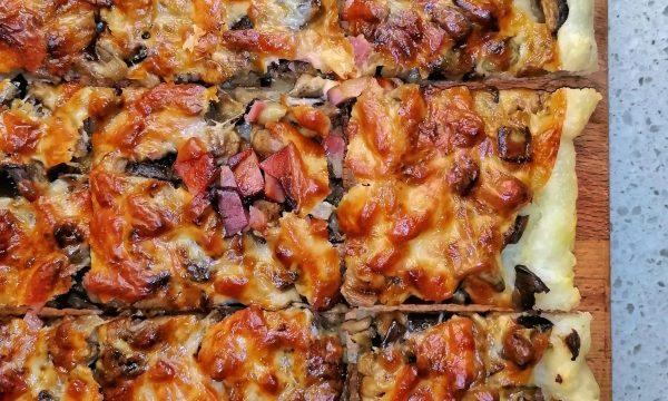 Quadrotti rustici con melanzane, speck e scamorza dolce