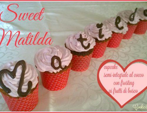 SWEET MATILDA – Cupcake semi-integrale al cocco con frosting ai frutti di bosco