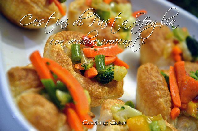 Cestini di pasta sfoglia con verdure croccanti, antipasto finger food