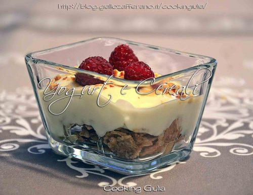 Yogurt e cereali a colazione