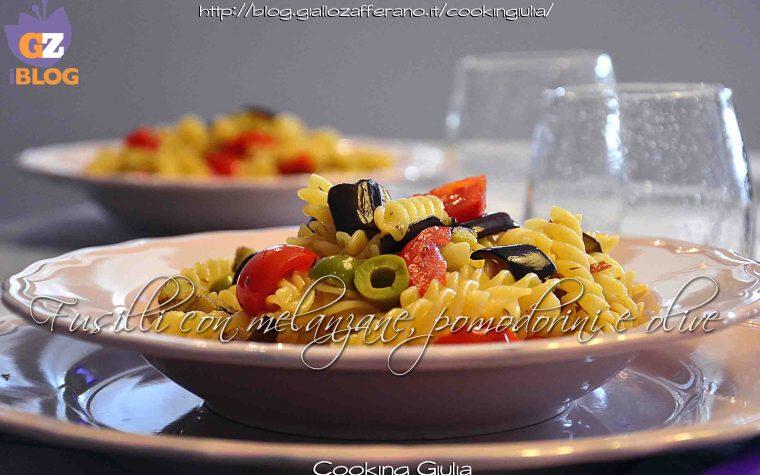 Pasta con melanzane, pomodorini e olive al timo