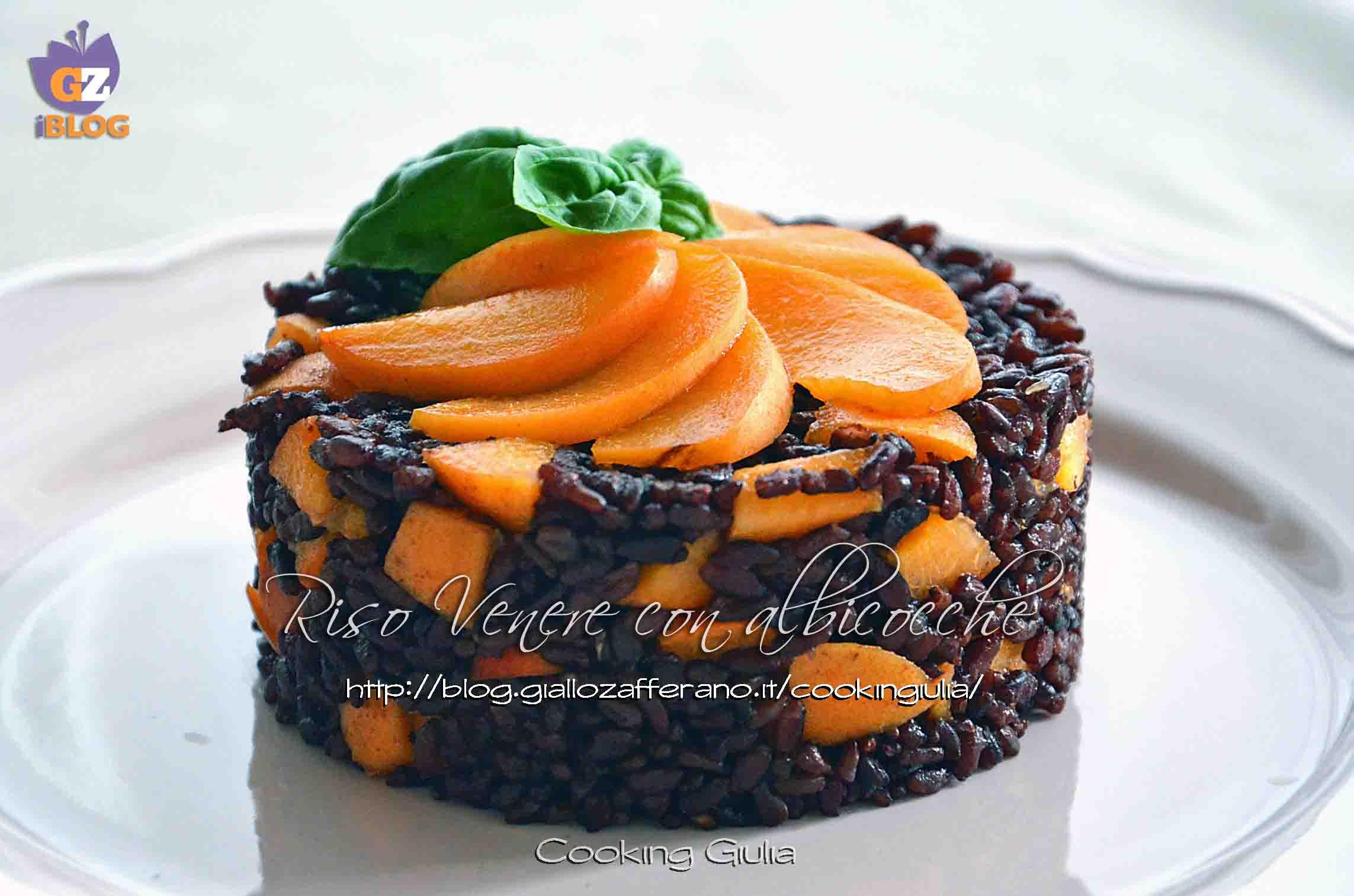 albicocche fresche, albicocche, riso venere, basilico