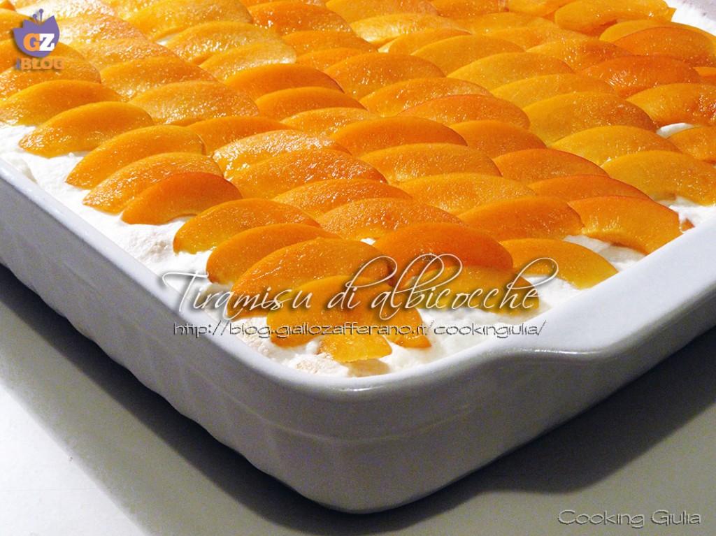 tiramisù, albicocche, panna, mascarpone, pavesini, frutta, albicocche fresche, semifreddo