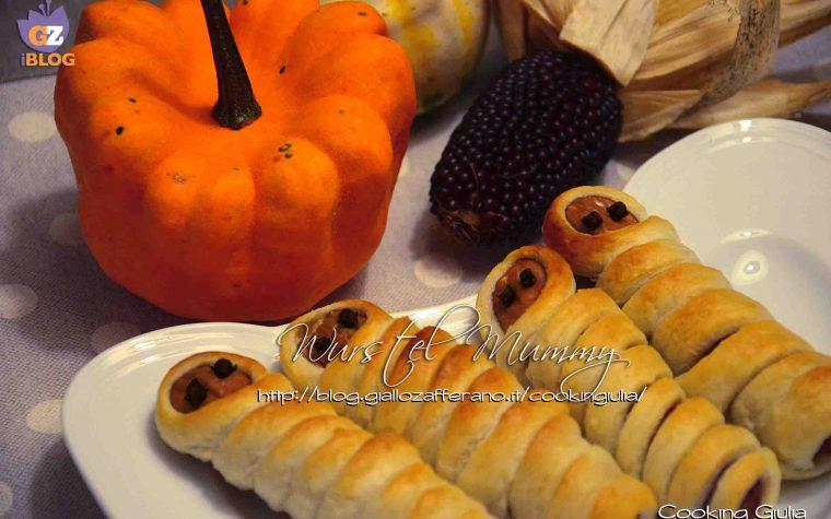 Mummie di Halloween con wurstel e pasta sfoglia
