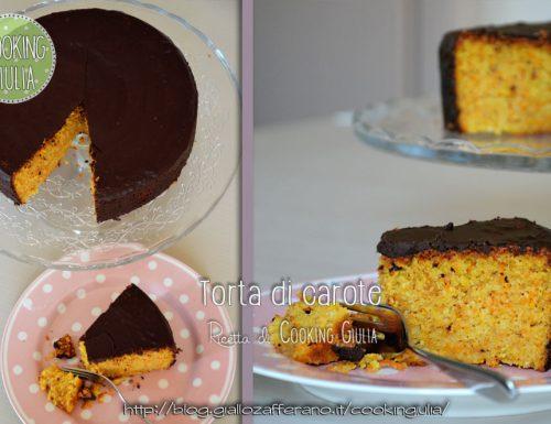 Torta di carote ricoperta di cioccolato
