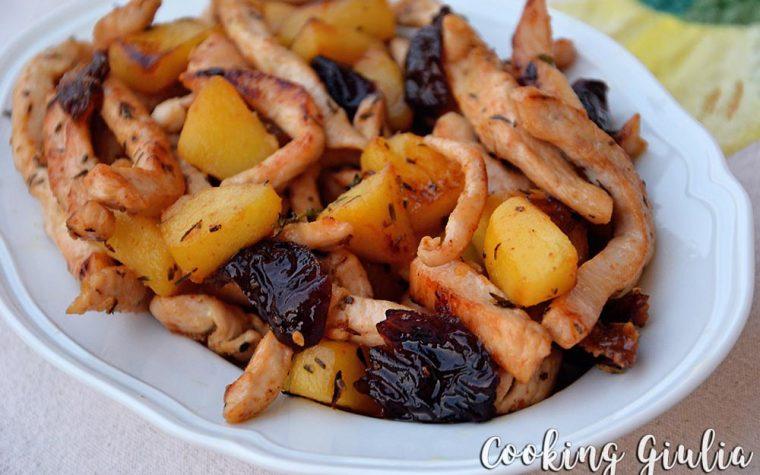 Straccetti di pollo con mele e prugne