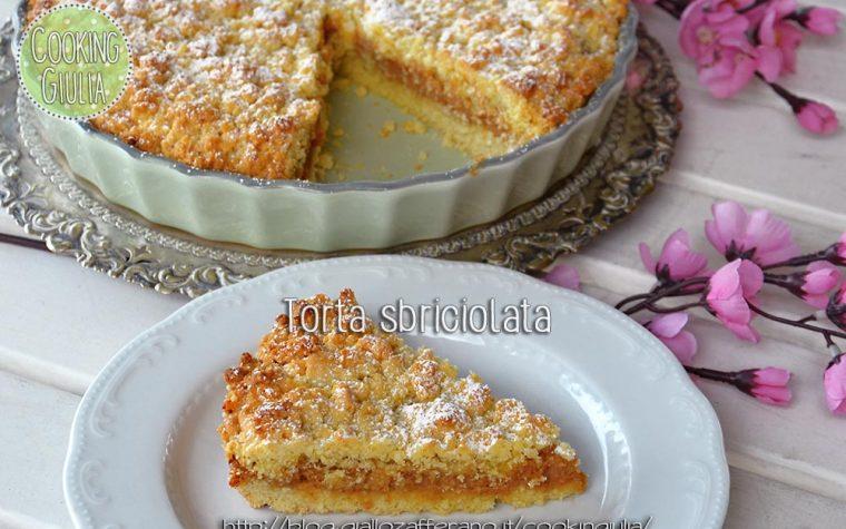 Torta sbriciolata farcita con crema di ricotta e amaretti