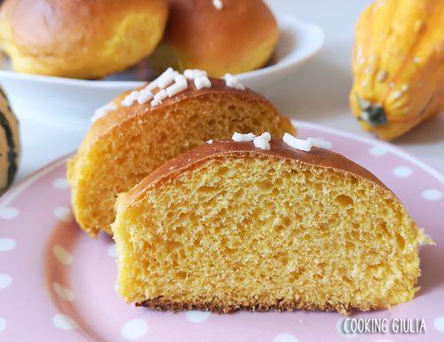 Panini dolci alla zucca con granella di zucchero