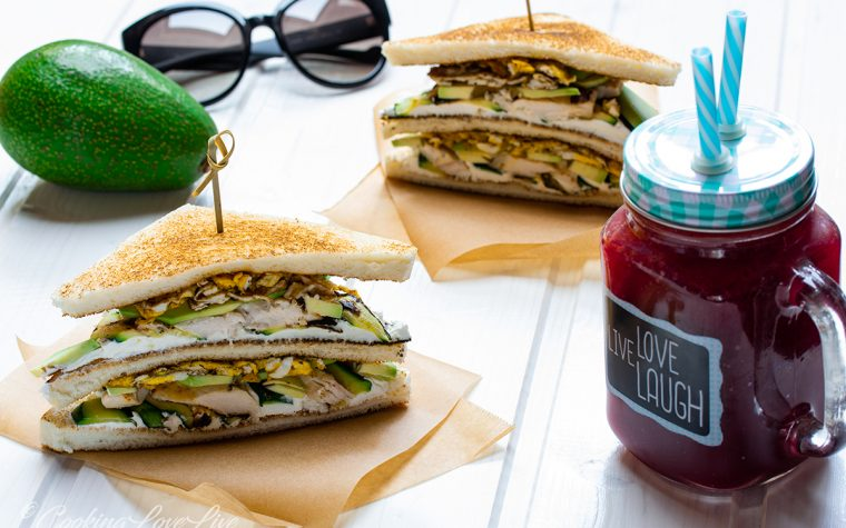Club sandwich pollo e avocado