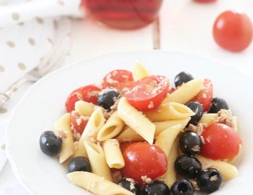 Pasta fredda con pomodorini tonno e olive