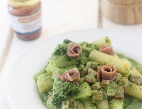 Rigatoni con crema di broccoli, acciughe e pancetta