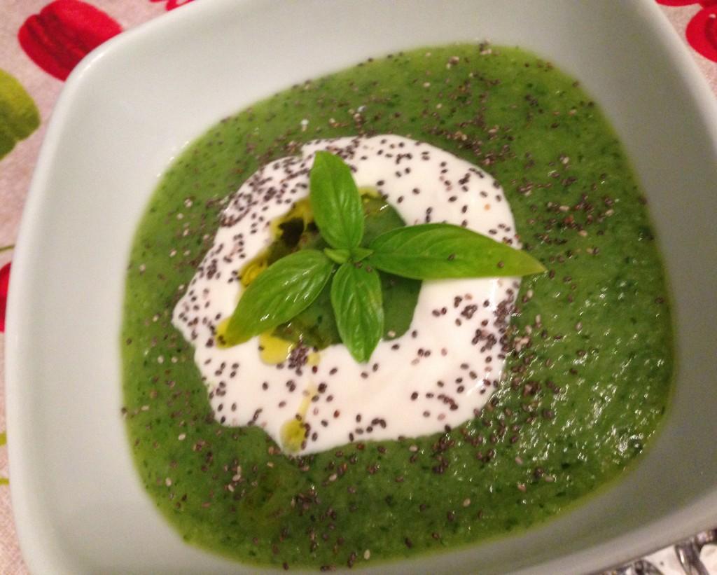 Vellutata di zucchine con yogurt greco e semi di chia for Cucinare yogurt greco