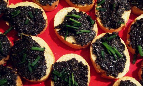 Crostini alle olive nere