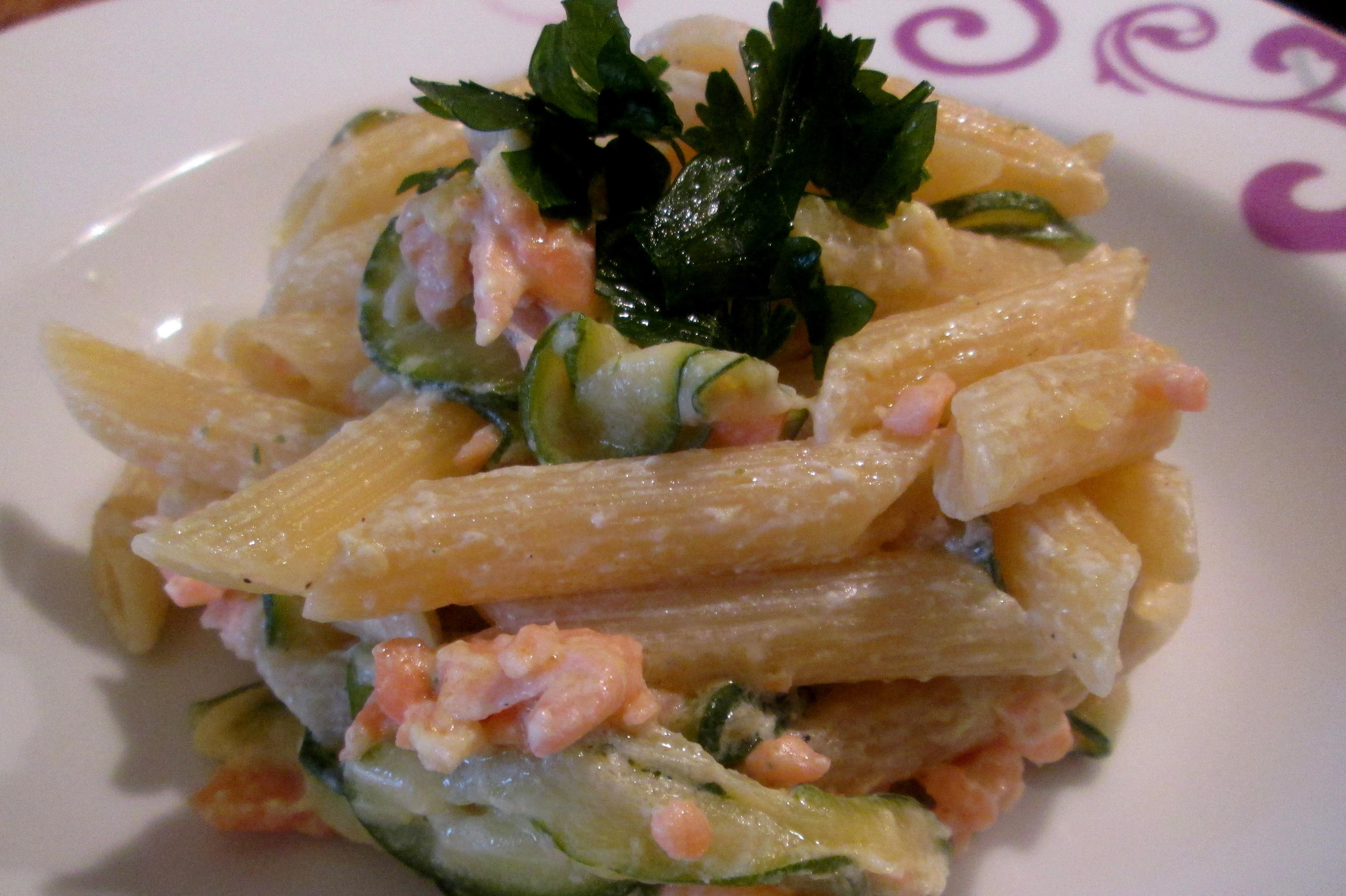 Penne panna, salmone e zucchine