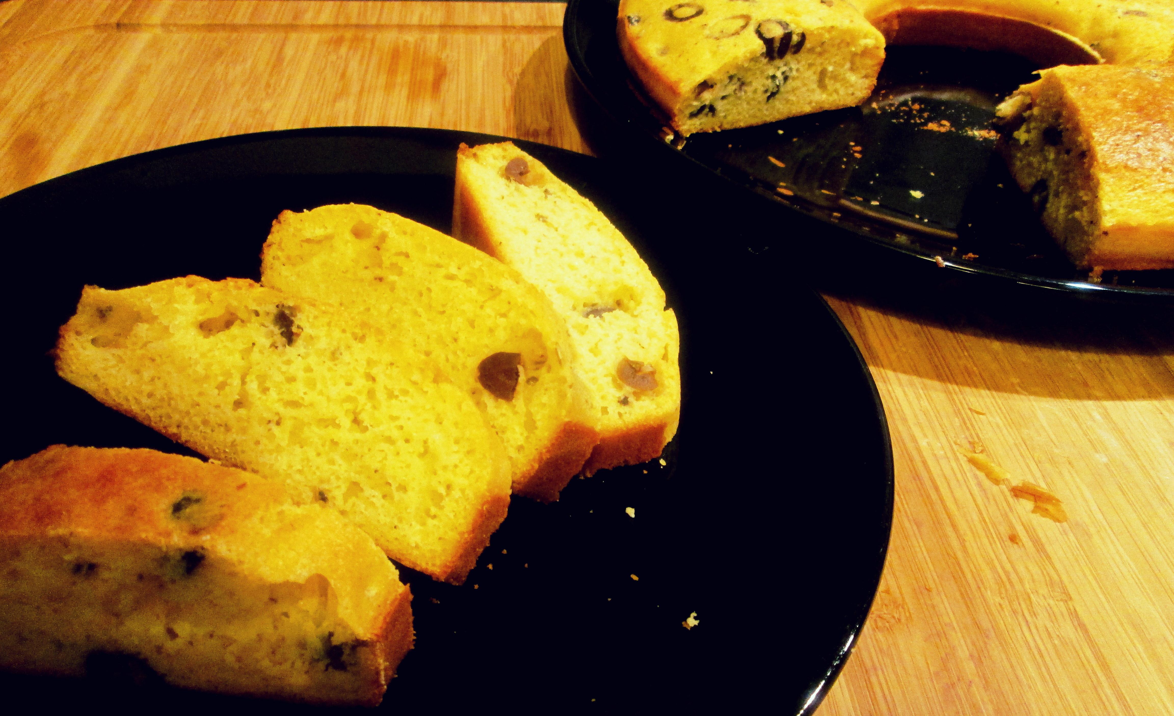 Focaccia con farina fioretto e olive taggiasche