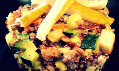Riso rosso con zucchine, mandorle e surimi