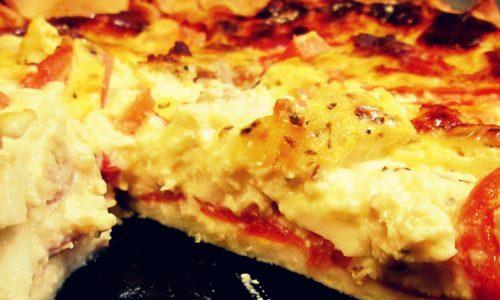 Torta salata con salsiccia e pomodori