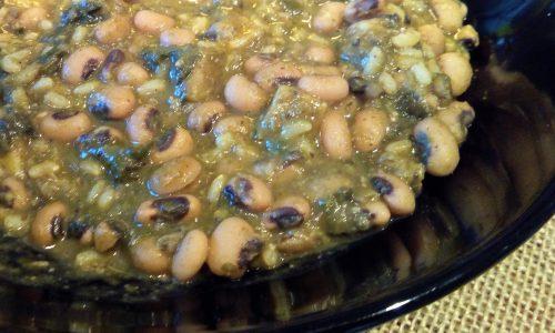 Zuppa di fagioli dall'occhio, spinaci e riso