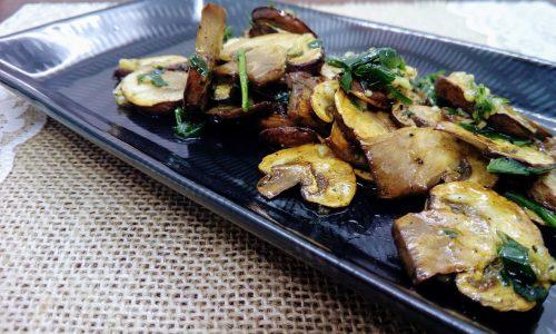 Funghi grigliati con aglio e prezzemolo