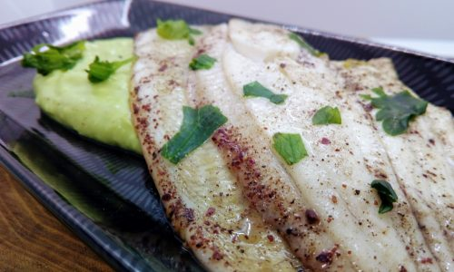 Filetti di platessa con crema di avocado